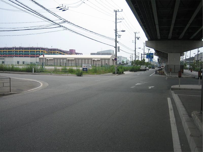 車でアクセス説明写真3 一つ目の交差点を左折